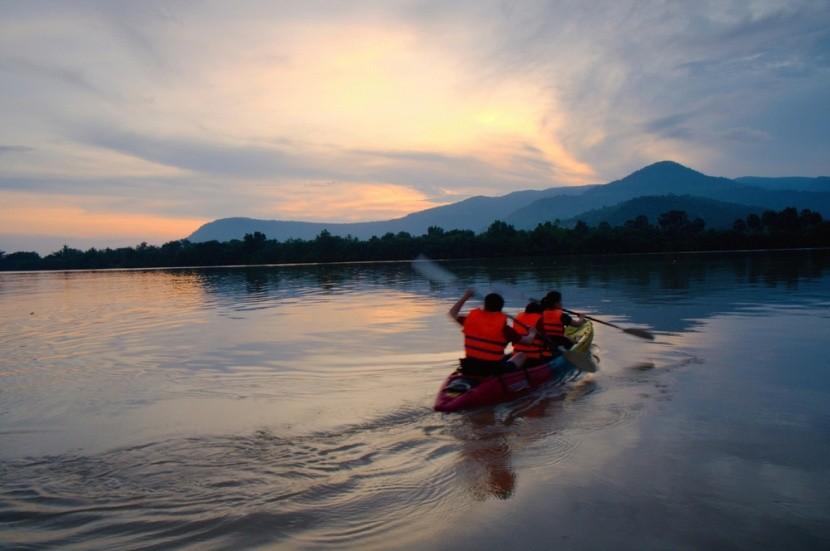 Kayaking na řece Kampot