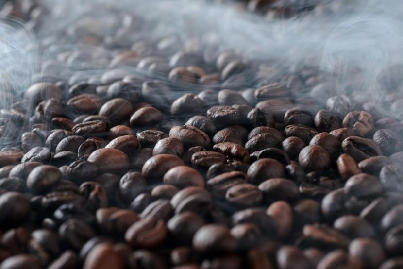 Pražení brazilské kávy