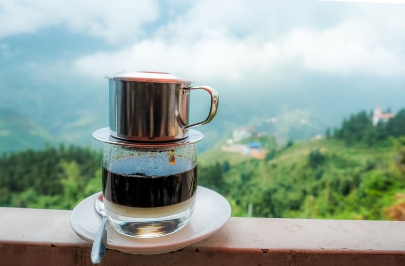 Příprava vietnamské kávy