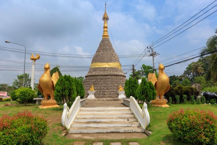 Ústřicová pagoda WatChediHoi v Thajsku