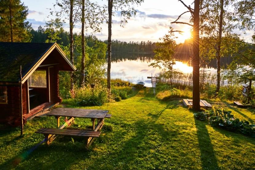 Národní park, les a jezero ve Finsku