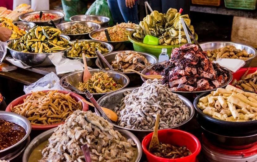 Tradiční khmerské jídlo v Kambodži