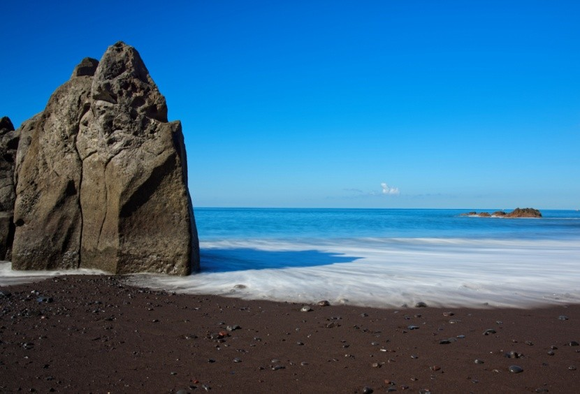 Slavná pláž Praia Formosa na Madeiře