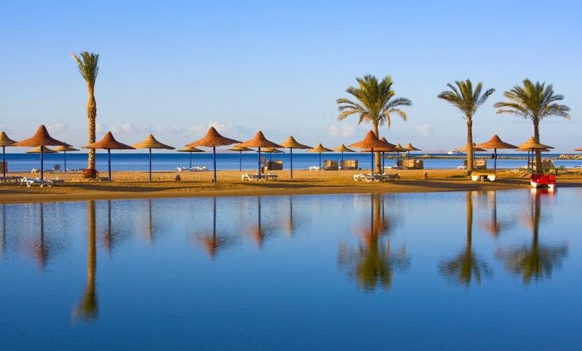 Prázdná pláž v egyptské laguně