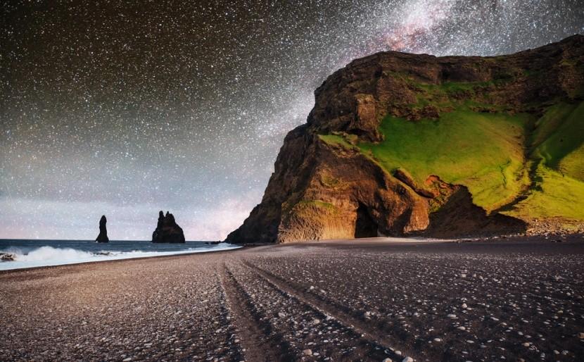 Pláž s černým pískem Reynisfjara, Island