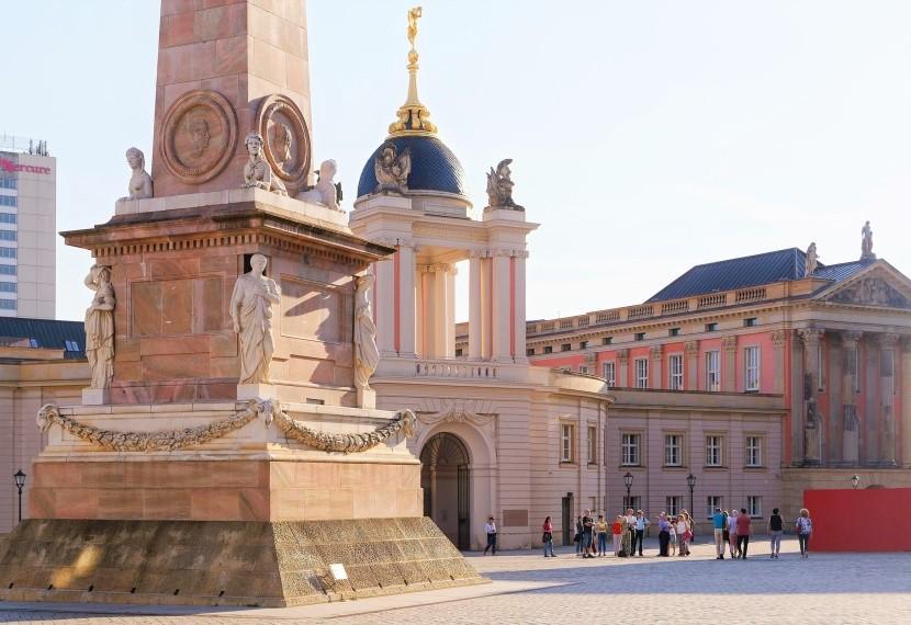 Starý trh s obeliskem a zemský sněm