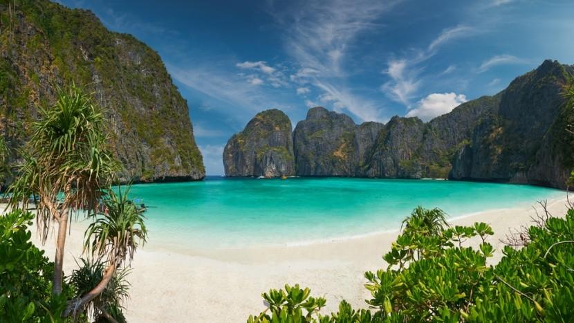 Slavná pláž na ostrovech Phi Phi v Thajsku