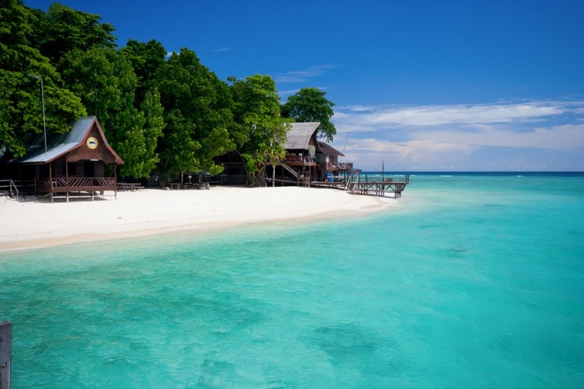 Borneo má kromě pralesů i božské pláže