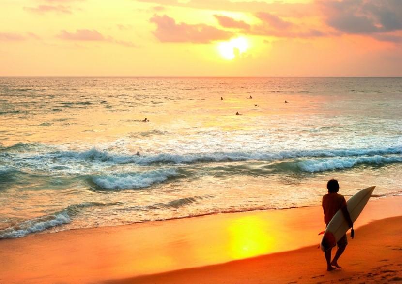 Vodní sporty a pláž Hikkaduwa na Srí Lance