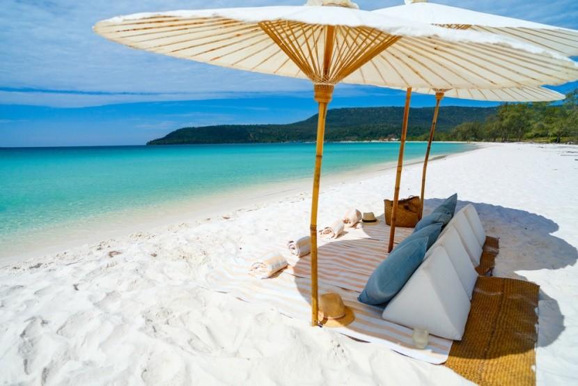 Bělostná pláž v Koh Rong, Kambodža