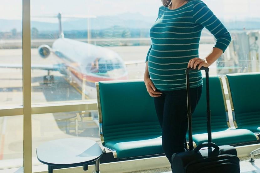 Na letiště těhulky jedině pohodlně!