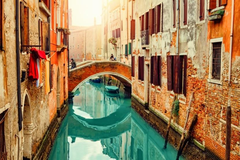 Kánály a gondoly v Benátkách