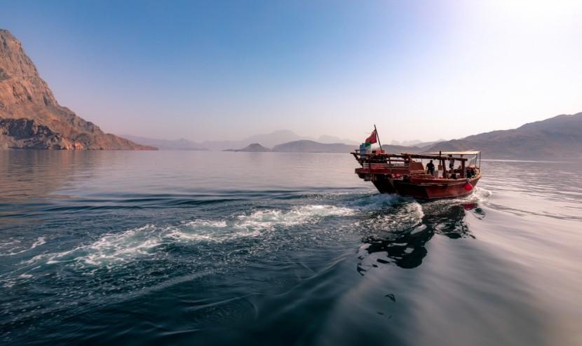 Okružní plavba v ománských fjordech