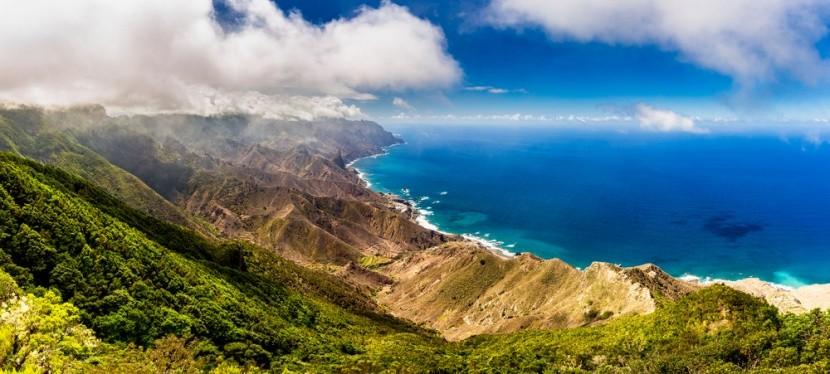 Hory, pláž a moře na Tenerife