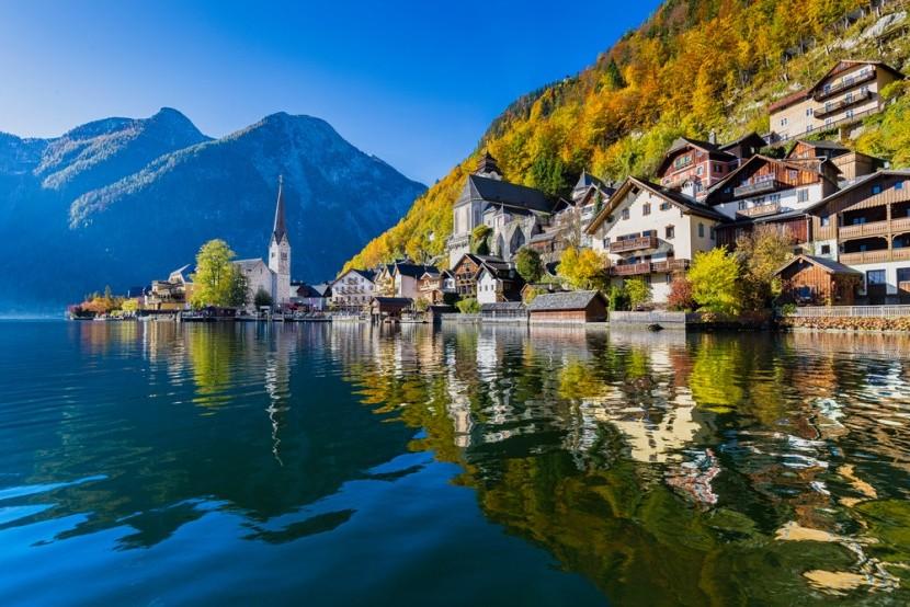 Vesnička Hallstatt u jezera